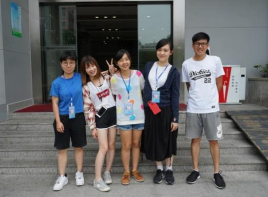 被分配到卫视频道的5名台湾实习生